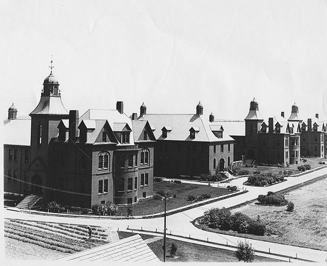 Foxboro State Hospital: an Abandoned Psychiatric Hospital ...