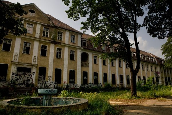 Photo of the abandoned Königin Elisabeth Hospital in Berlin,  Germany