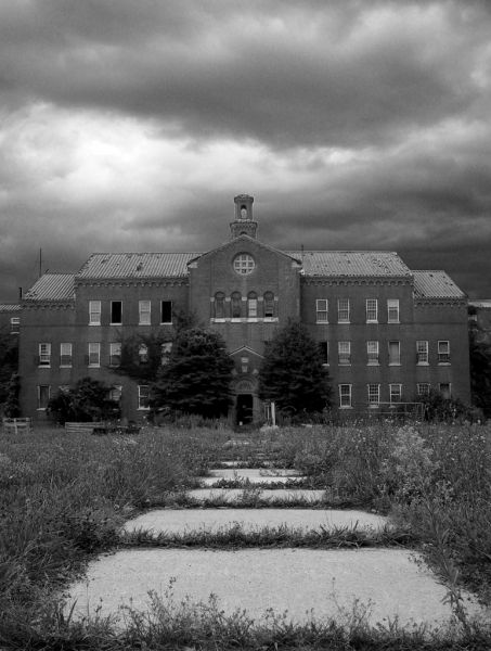 Photo of the abandoned Pilgrim State Hospital in Brentwood, NY