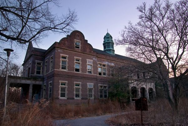 Photo of the abandoned Pennhurst State School in Spring City, PA