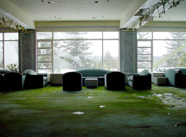 Photo of the abandoned The Pines Hotel in South Fallsburg, NY
