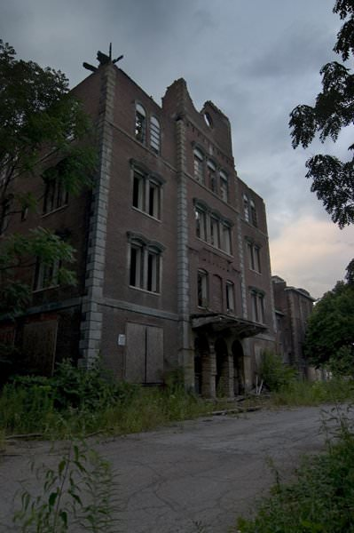 Photo of the abandoned Dixmont State Hospital in Pittsburgh, PA