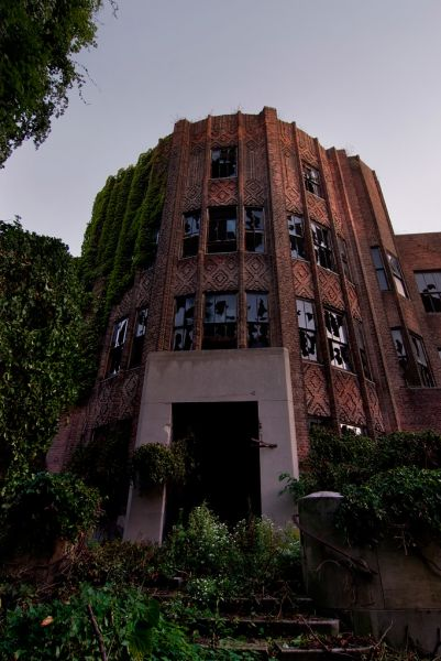 Photo of the abandoned Riverside Hospital (North Brother Island) in Bronx, NY