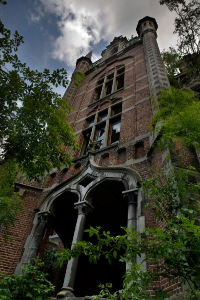 Photo of the abandoned Château de Mesen in Lede, East Flanders Belgium