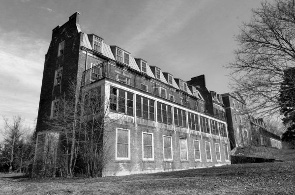 Photo of the abandoned Broadacres Hospital in Utica, NY